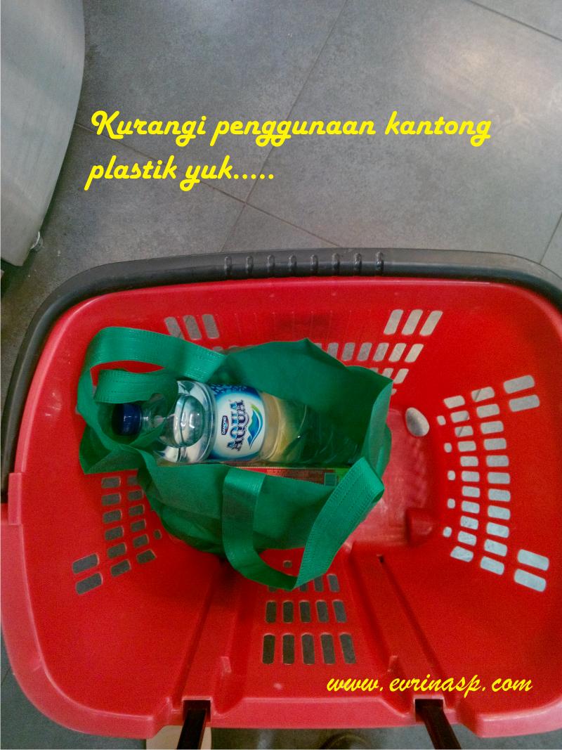 Kurangi penggunaan kantong plastik yuk