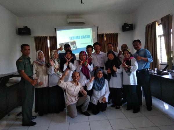 Saya (kanan bawah) bersama tim satu kecamatan yang didominasi PPL perempuan