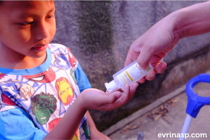 hand-sanitizer-aman-untuk-anak-3